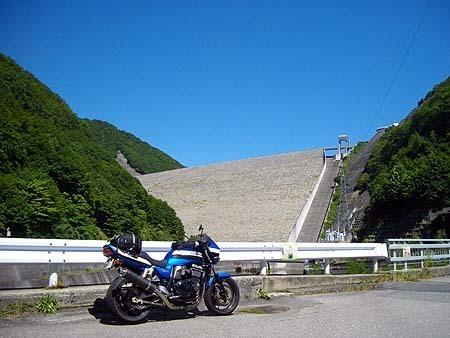 堤高158m